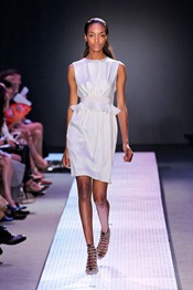 GIAMBATTISTA-VALLI-SPRING-2012-RTW-PODIUM-019_runway