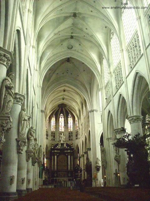 interior-catedral-san-romualdo-malinas.JPG