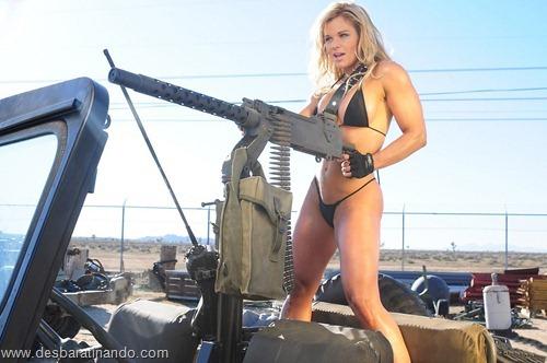 gatas armadas mulheres lindas com armas sexys sensuais desbaratinando (12)