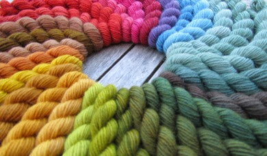Pflanzenfärbungen auf Sockenwolle2