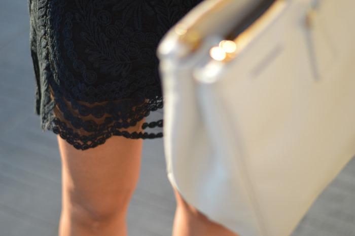 lace black dress, zero uv sunglasses, occhiali specchiati, prada bag, prada saffiano bag, zara sandals, fashion, pitti, pitti immagine, pitti uomo, come abbinare un vestito di pizzo, palazzo corsini, firenze, blogger firenze