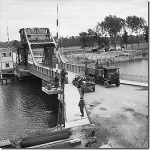 Pegasus_Bridge,_June_1944_B5288