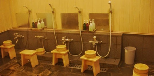 Niseko-Hirafu-onsen-showers