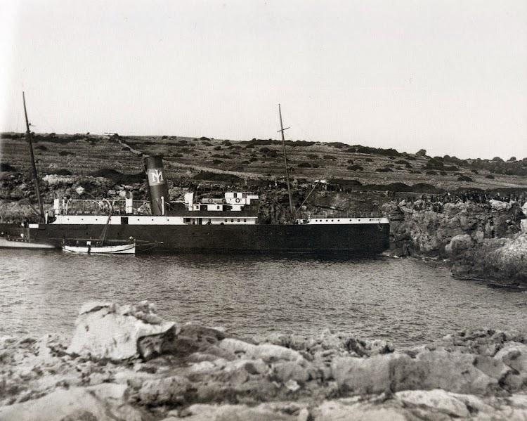 Varado en la cala de Beniparratx. Del libro Menorca. Record d´un Temps. Febrero de 1933.jpg