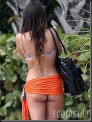 claudia-romani-bikini-body-on-miami-beach-06-675x900