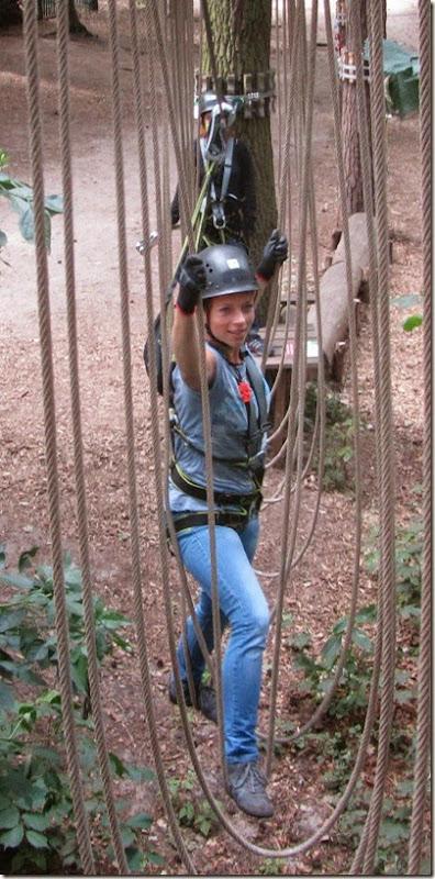 Tanja in den Seilschaukeln