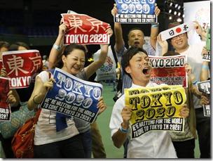 Japoneses celebram a vitória de Tóquio para a disputa da sede dos Jogos Olímpicos de 2020