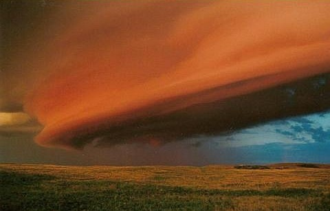 "Шельфовое облако (""shelf cloud"") над Канадой"