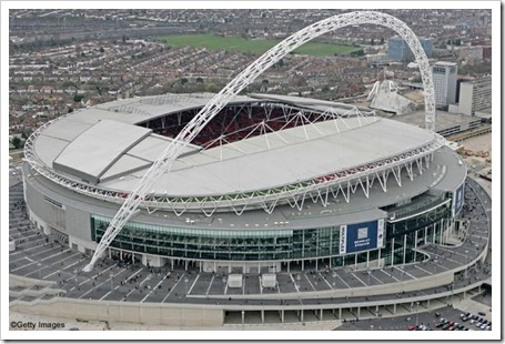 De Witt les facilitó enormemente la tarea hasta el punto de que les consiguió un terreno justo frente al legendario estadio de Wembley
