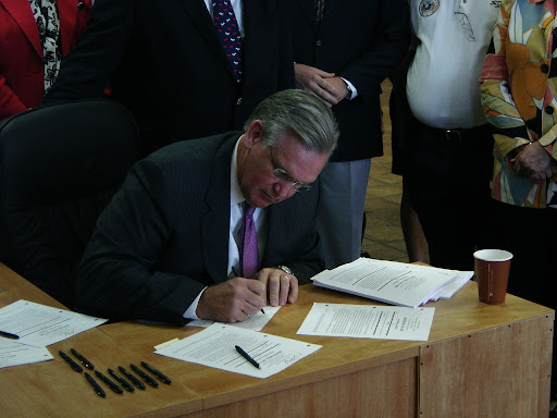 Missouri Governor Jay Nixon-D signs House Bills 381 and 683 into law. (photo credit: Sam Senovich)