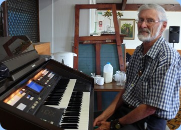 Errol Storey enjoying the Technics GA3 organ.  Photo courtesy of Dennis Lyons.