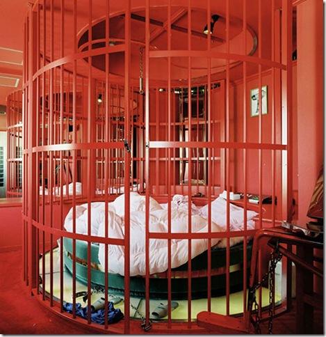Round Caged Bed, Hotel Pamplona, Osaka 2005
