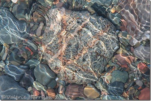 14-underwater-pebble