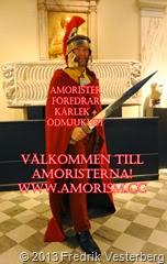Fredrik Vesterberg i hjälm svärd mantel. Med amorism