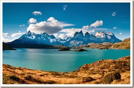 """Dois dos trekking mais clássicos em Torres del Paine são o """"W"""", entre os vales e montanhas, e o """"O"""", que circunda todo o maciço. Apesar do clima inclemente e imprevisível da região, quando os dias abrem em céu azul as paisagens reafirmam o título não oficial de parque mais belo do Chile"""