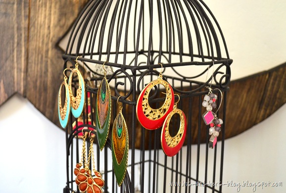 alternative ways to display earrings