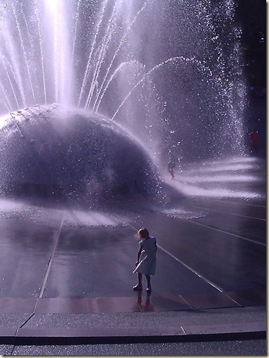 9-7 Kyla at Seattle Fountain 2