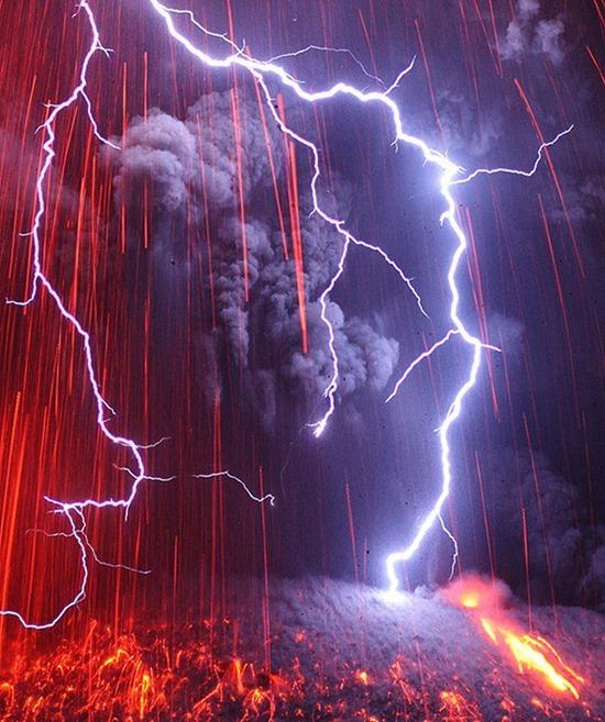 Vulcano em Erupção 08