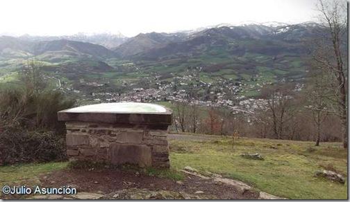 Mesa de Orientación en el monte Arradoy - Ispoure - Baja Navarra