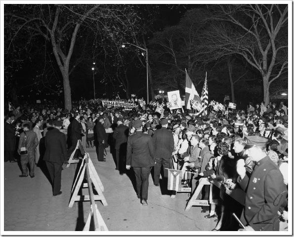 fidel-castro-visits-central-park-1959
