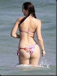 leighton-meester-bikini-butt-0415-06-675x900