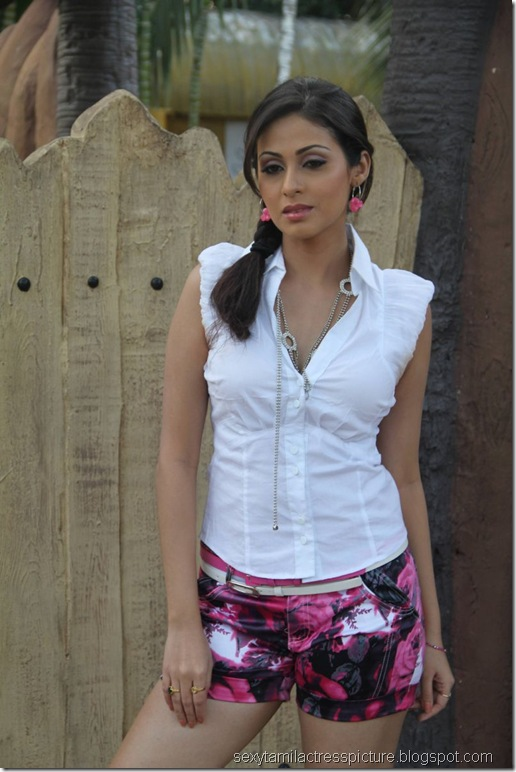 sada_too_hot_in_mini_skirt