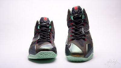 nike lebron 11 gr parachute gold 3 09 kings pride Nike LeBron XI Kings Pride   Detailed Look & Package