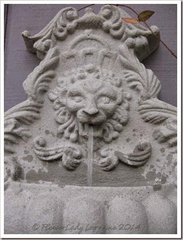 08-27-lion-fountain