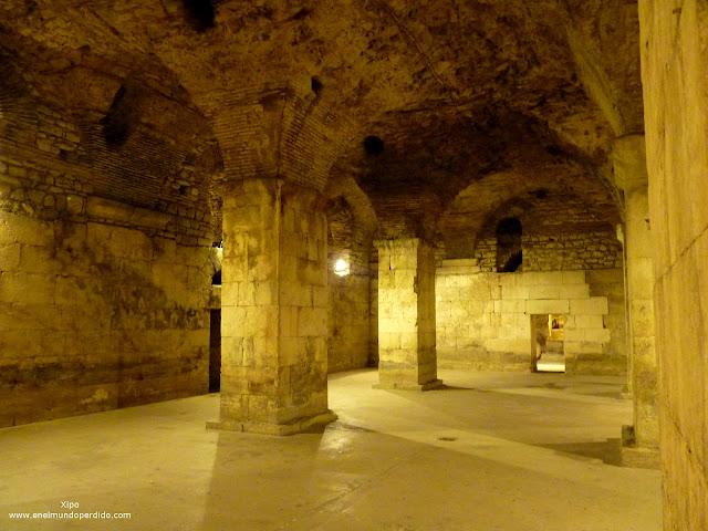 patios-subterraneos-palacio-de-diocleciano.JPG
