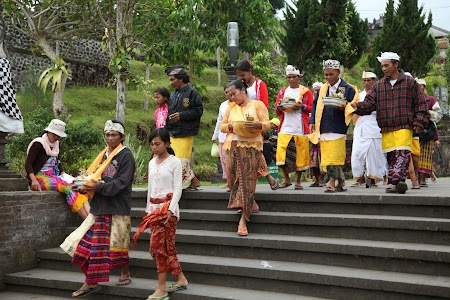 12. Procesiune Bali.JPG