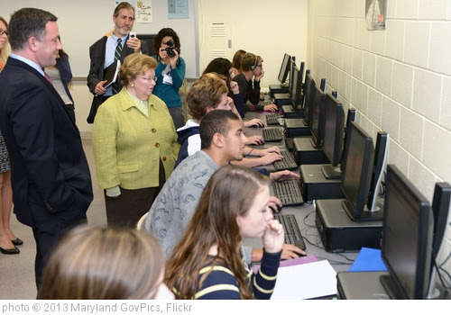'Highlighting Broadband Access at Kent Island High School' photo (c) 2013, Maryland GovPics - license: http://creativecommons.org/licenses/by/2.0/