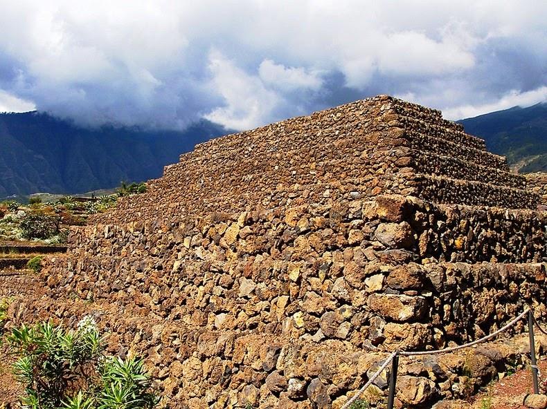 pyramids-guimar-2