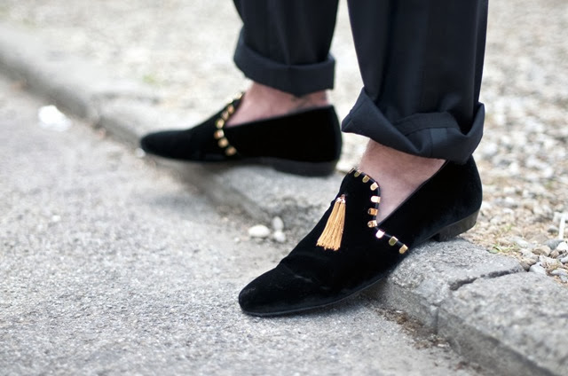 Velvet-slipper-black-gold-tassels-men-shoe