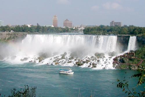 Ниагарский водопад летом
