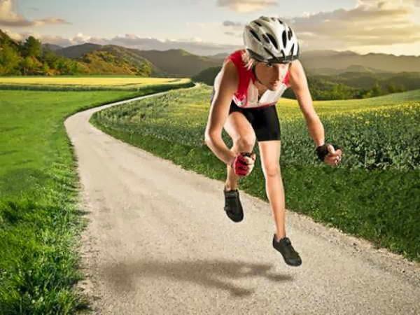 Pessoas andando em bicicleta invisíveis 18