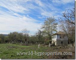 ID:1493 Двухэтажный каменный дом с участком в селе Момчилово, обл. Варна