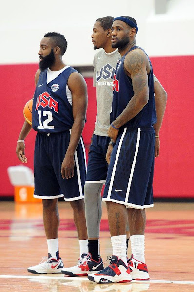 LeBron Unveils Both Lunar Hyperdunk and Soldier 6 During USAB Team Practice