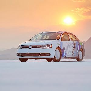 2013-Volkswagen-Jetta-Hybrid-2.jpg