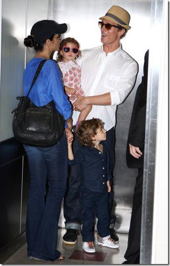 Camila Alves Matthew McConaughey Departs LAX lZ7G2QudpWDl