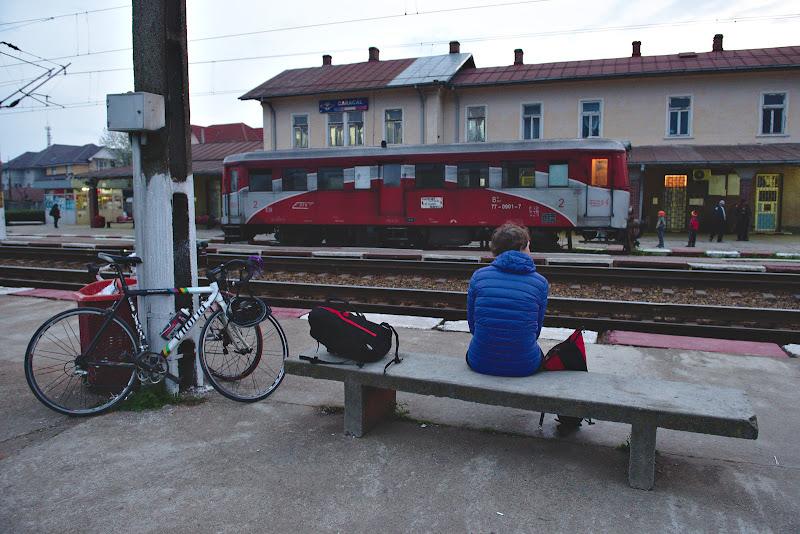 Asteptand un tren mult cautat spre Bucuresti.
