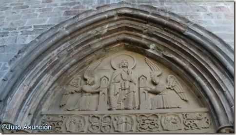 Tímpano de la iglesia de Santa María de Roncesvalles