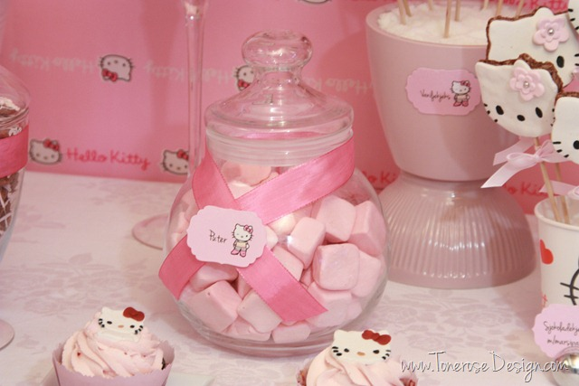 IMG_9395_rosa_kakebord_hello_kitty_dessertbord_bursdag