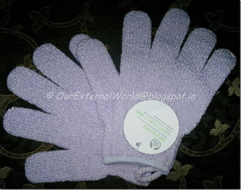 The-Body-Shop-Bath-Gloves-pair