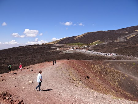 13. Pe peretii unui vulcan.JPG