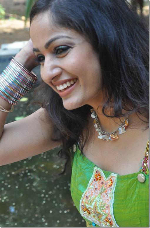 Madhavi_Latha_Exclusive_Photos