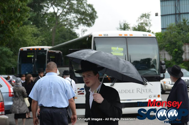 Loading the Buses in Monsey for the Siyum HaShas In MetLife Stadium (Meir Rothman) - DSC_0003.JPG