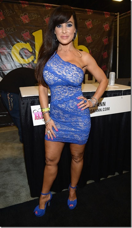 exxxotica-2013-girls-15
