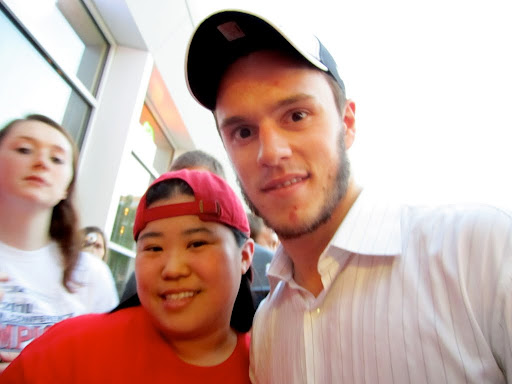 by this point, Toews has come around to where I was, and I got a picture with him! :D :D :D :D *swoon*