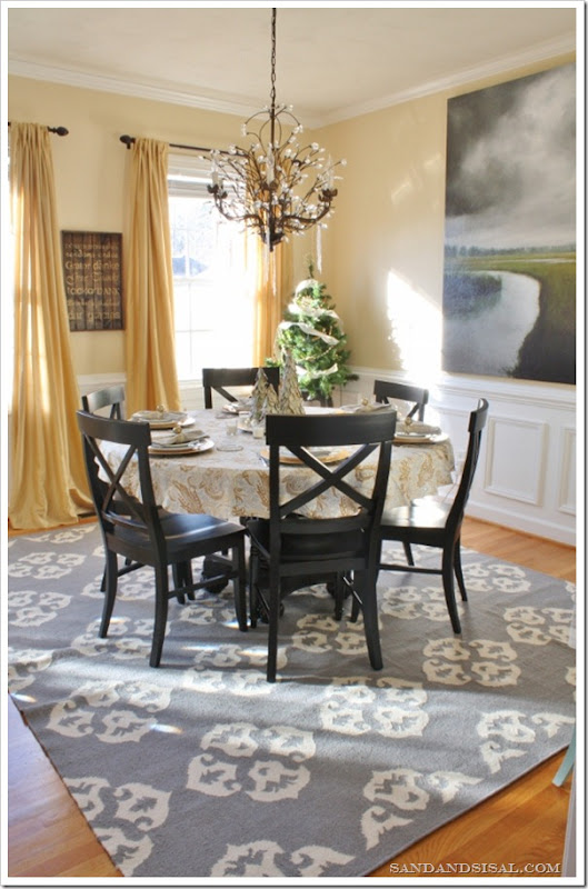 How to decorate your dining room sand and sisal for Dining room ideas gold