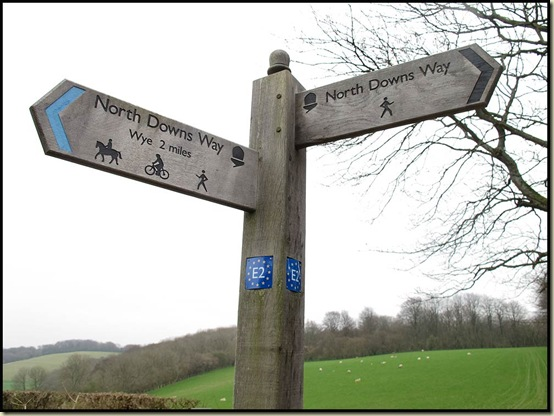 North Downs Way and E2 signs